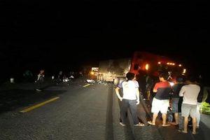 Hai thanh niên tử vong sau cú tông trực diện với xe container