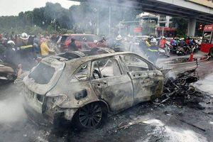 Đột nhiên cháy, đâm liên hoàn, loạt tai nạn đáng tiếc với xe Mercedes từ đầu năm 2019