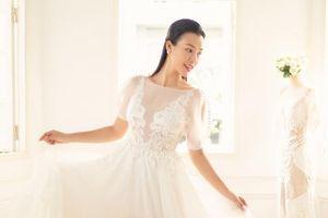 Đây là điểm khác biệt của váy cưới á hậu Hoàng Oanh với những cô dâu Vbiz