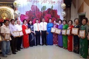Đông đảo thầy cô tham gia Lễ tri ân ngày nhà giáo Việt Nam tại vùng Đông Bắc Thái Lan