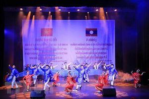40 nghệ sĩ tham gia chương trình tình hữu nghị Việt - Lào