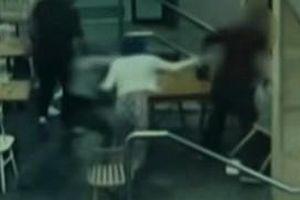 Cô gái mang thai bị đánh tới tấp giữa quán cà phê