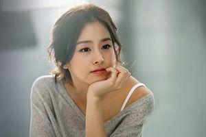 Kim Tae Hee đóng phim sau hơn một tháng sinh con