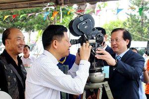 Triển lãm 200 hình ảnh 'Biển đảo Việt Nam qua góc nhìn điện ảnh' tại LHP VN lần thứ XXI