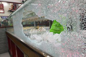 Bắt 2 đối tượng nổ súng cướp tiệm vàng ở huyện Hóc Môn