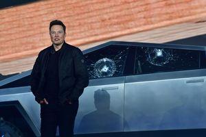 Elon Musk xấu hổ thuyết trình trước 2 tấm kính vỡ toác của xe Cybertruck