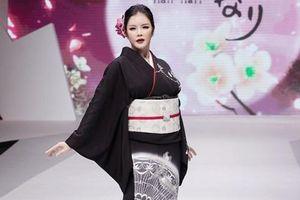 Lý Nhã Kỳ mặc Kimono làm vedette trong show của nhà thiết kế Nhật Bản