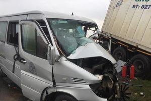 Danh tính 13 nạn nhân vụ tai nạn nghiêm trọng giữa xe container và xe 16 chỗ