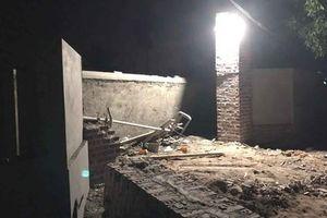 Tai nạn thương tâm: Mái cổng bất ngờ đổ sập, 2 thợ xây bị đè tử vong