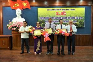 Khen thưởng nhóm tác giả 'gạo ngon nhất thế giới'