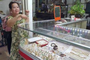 Truy tìm đối tượng cướp tiệm vàng ở Long An