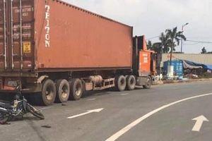 TP.HCM: Xót xa bé gái 2 tuổi bị xe container cán tử vong trên đường đi khám bệnh về