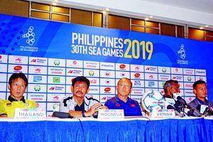 Bóng đá nam SEA Games 30: Bảng B nóng từ phòng họp báo tới sân cỏ