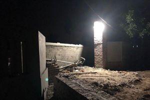 Quảng Ninh: Mái cổng bất ngờ bị sập khiến hai thợ xây tử vong