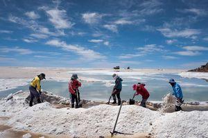Cuộc chiến địa kinh tế nhằm tranh giành tài nguyên chiến lược Lithium ở Bolivia