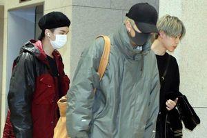 Một lần nữa, mặt mộc của Jin hoàn toàn áp đảo các thành viên BTS tại sân bay