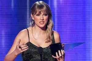 Taylor Swift thắng giải 'Album của năm', phá kỷ lục cúp AMA