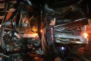 Bình Phước: Xe container đấu đầu xe khách chở 20 người, 4 người thương vong