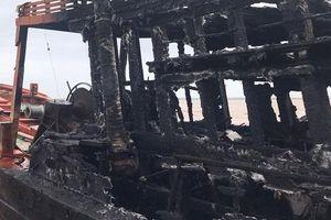 Bến Tre: 3 tàu cá bị lửa thiêu rụi, thiệt hại gần 12 tỷ đồng