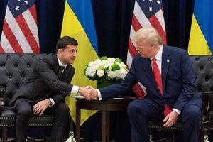 Mỹ đóng băng viện trợ cho Ukraine sau điện đàm của 2 tổng thống