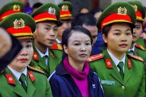 Hình ảnh đầu tiên của mẹ nữ sinh giao gà ở Điện Biên hầu tòa