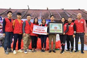 Cảm động 'Hành trình nhân ái' đến với đồng bào nghèo ở biên giới Mường Tè
