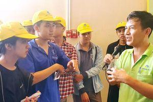 Gần 30 sinh viên môi trường tham quan bãi rác Đa Phước