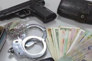Giả cảnh sát hình sự đi cướp ở sòng bạc