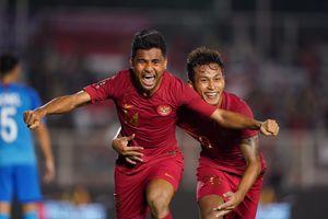 Những pha bóng quyết liệt trong trận U22 Indonesia - U22 Singapore