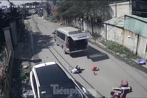 Mới nhất vụ 3 học sinh ở Đồng Nai rơi xuống đường khi xe đưa đón vào cua