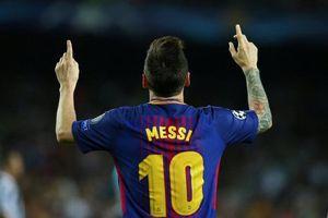 Tại sao mỗi lần ghi bàn, Messi lại chỉ hai ngón tay lên trời?