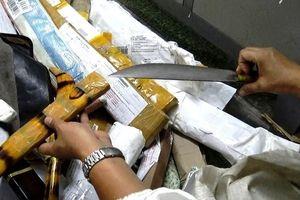 Hơn 1.000 hung khí vận chuyển qua bưu điện
