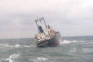 Tàu Thái Lan gặp nạn trên biển Hà Tĩnh, 180 tấn dầu bắt đầu tràn