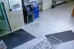 2 thanh niên làm nổ ATM để trộm tiền