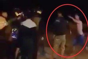 Nam thanh niên đấm vào mặt cảnh sát cơ động