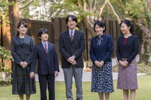 Thái tử Akishino hối con gái mở lời về đám cưới