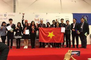 Nữ sinh ngoại thành đạt giải cao tại kì thi sáng chế lớn nhất thế giới