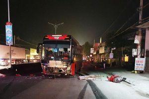 Xe máy va chạm ô tô khách, 3 người thương vong