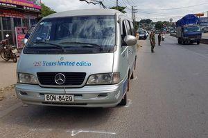 Thêm vụ xe đưa đón làm rơi học sinh xuống đường