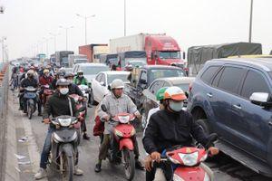 7 ô tô tông liên hoàn trên cầu Thanh Trì, giao thông ùn tắc gần 10km