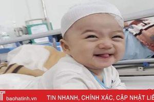 Nhói lòng nhìn bé trai 7 tháng tuổi chống chọi với bệnh ung thư máu