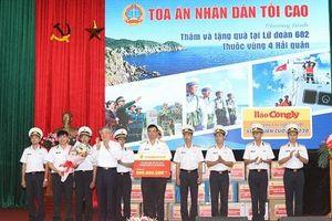 Bí thư Trung ương Đảng, Chánh án TAND tối cao thăm và tặng quà Lữ đoàn 682 Vùng 4 Hải quân