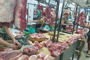 Thiếu hụt 200.000 tấn thịt lợn, doanh nghiệp đồng tình giữ giá bán