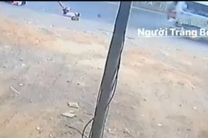 Thêm 2 học sinh ở Đồng Nai rơi xuống đường từ xe đưa đón