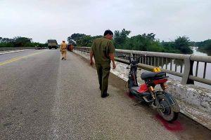 Hà Tĩnh tìm kiếm nữ sinh mất tích sau khi để lại thư tuyệt mệnh trên cầu