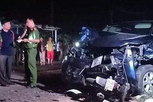 Nóng: Ô tô bán tải tông nhiều xe máy ở Phú Yên, 4 người chết, nhiều người bị thương trong đó có học sinh
