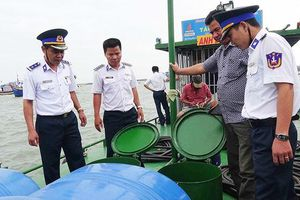 Báo động tình trạng buôn lậu xăng dầu kém chất lượng