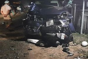 Ô tô bán tải gây tai nạn liên hoàn, 4 người tử vong