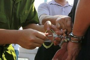 Vì sao kẻ trốn nã 26 năm vẫn được làm Chánh văn phòng tòa án huyện ở Hòa Bình?