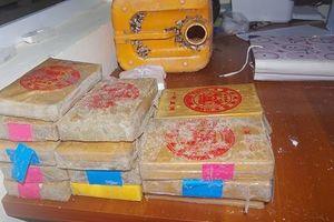 Quảng Nam: Ngư dân bắt được 25 bánh heroin trôi dạt từ biển vào